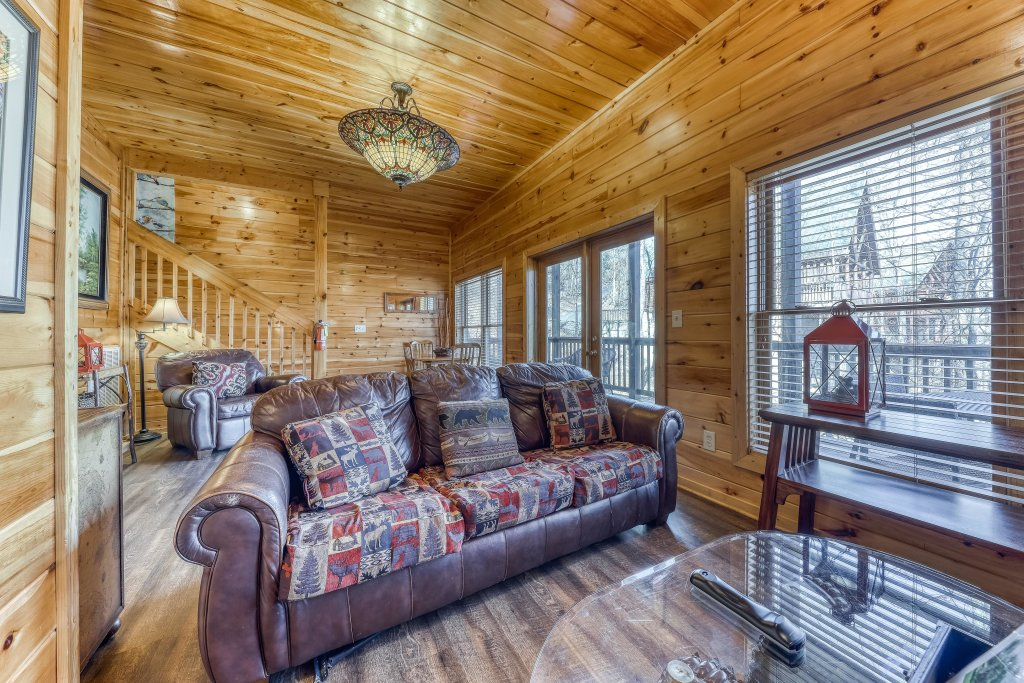 Photo of a Pigeon Forge Cabin named Holly Berry - This is the nineteenth photo in the set.