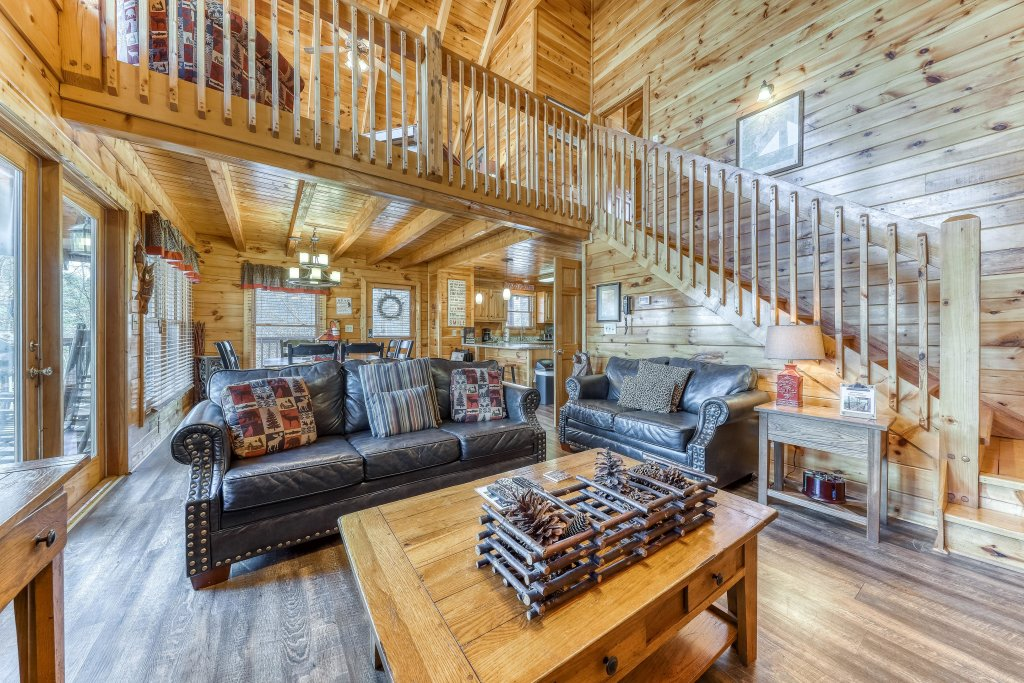 Photo of a Pigeon Forge Cabin named Holly Berry - This is the fourth photo in the set.