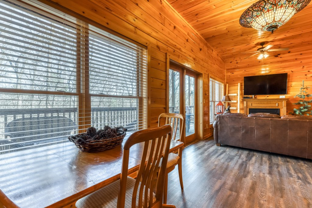 Photo of a Pigeon Forge Cabin named Holly Berry - This is the sixteenth photo in the set.