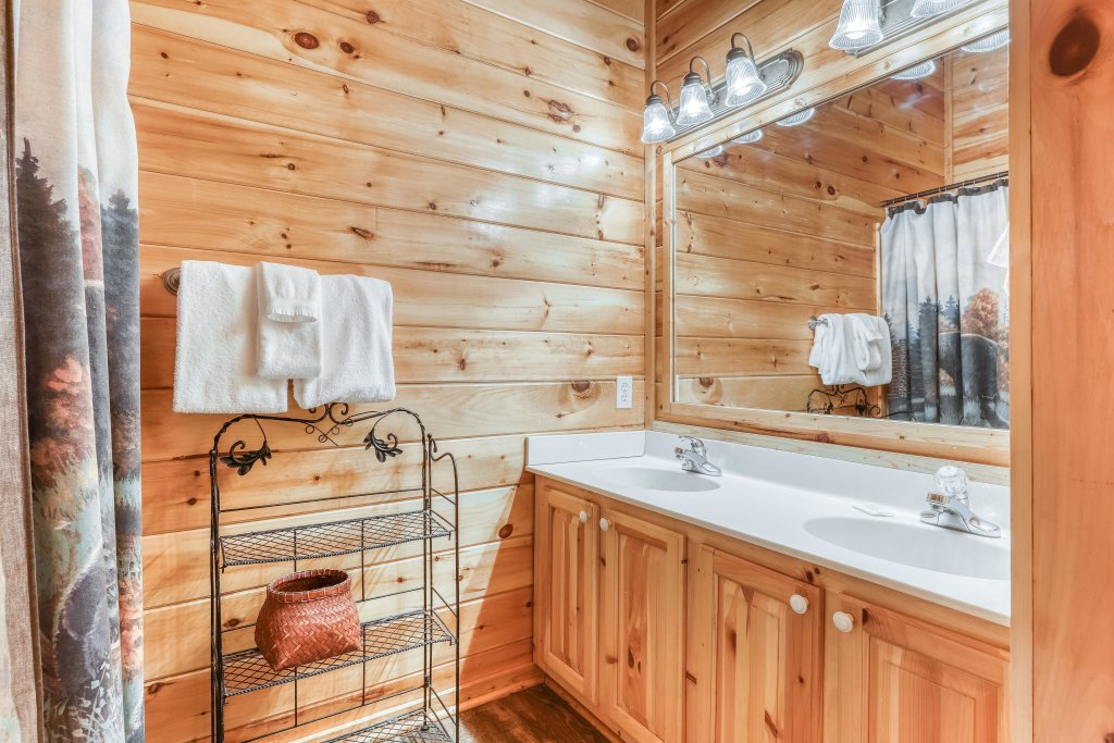 Photo of a Pigeon Forge Cabin named Holly Berry - This is the thirtieth photo in the set.