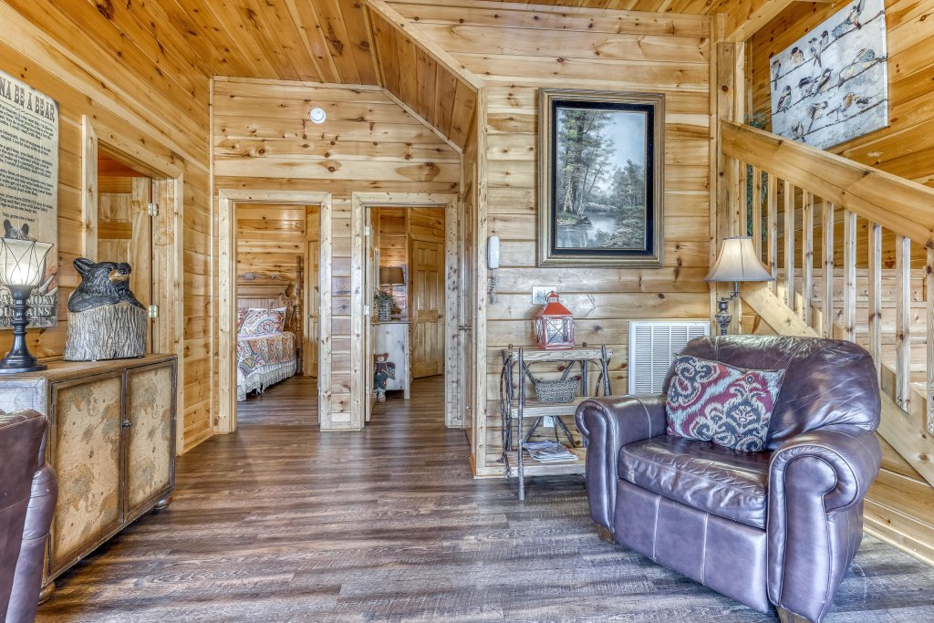 Photo of a Pigeon Forge Cabin named Holly Berry - This is the twenty-fourth photo in the set.