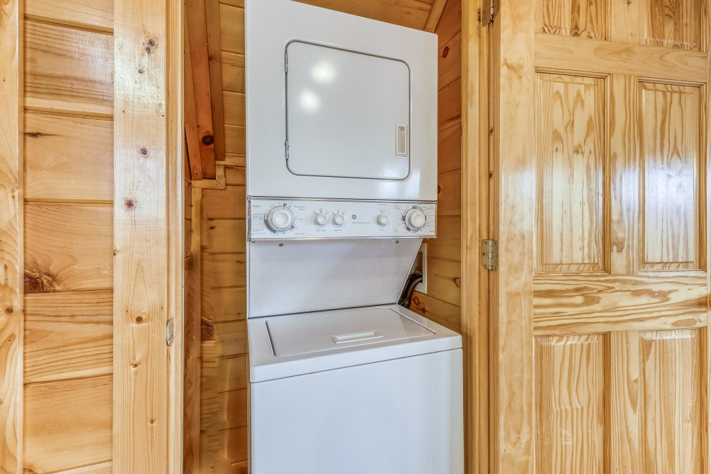 Photo of a Pigeon Forge Cabin named Holly Berry - This is the thirty-first photo in the set.