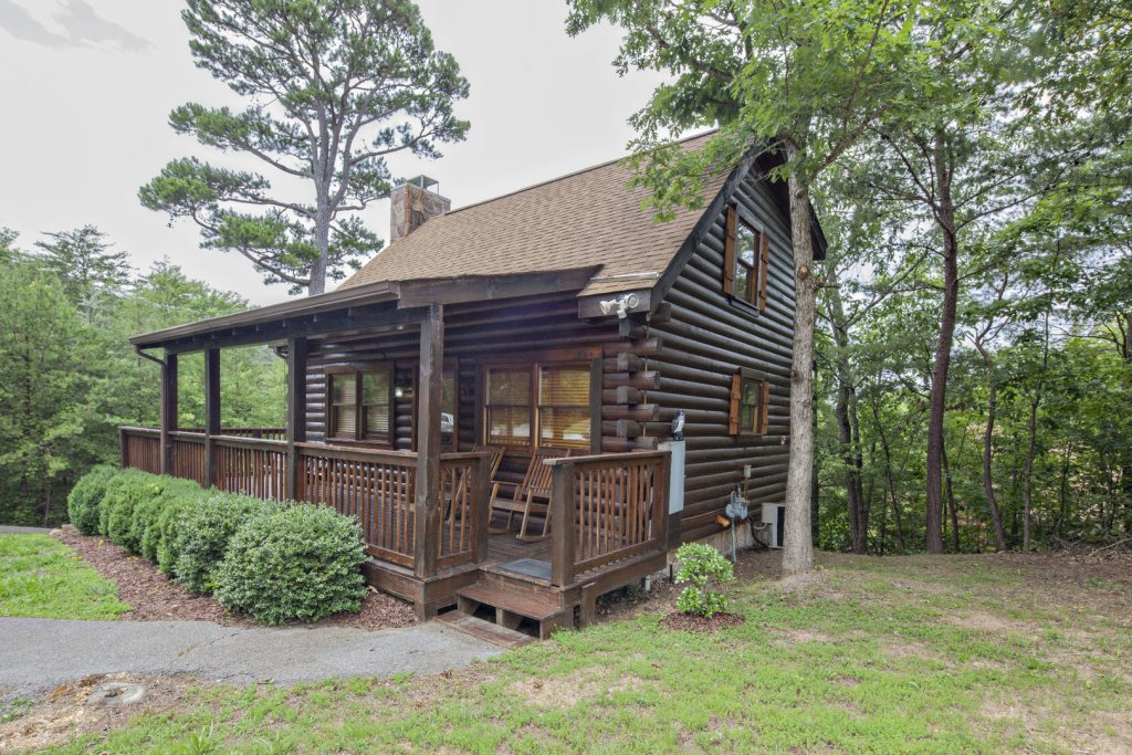 Photo of a Pigeon Forge Cabin named  Knotty Pine - This is the first photo in the set.