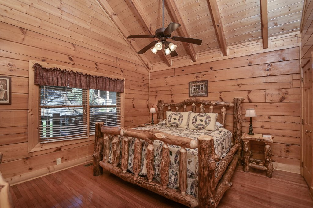 Photo of a Sevierville Cabin named Hillside Retreat - This is the twelfth photo in the set.
