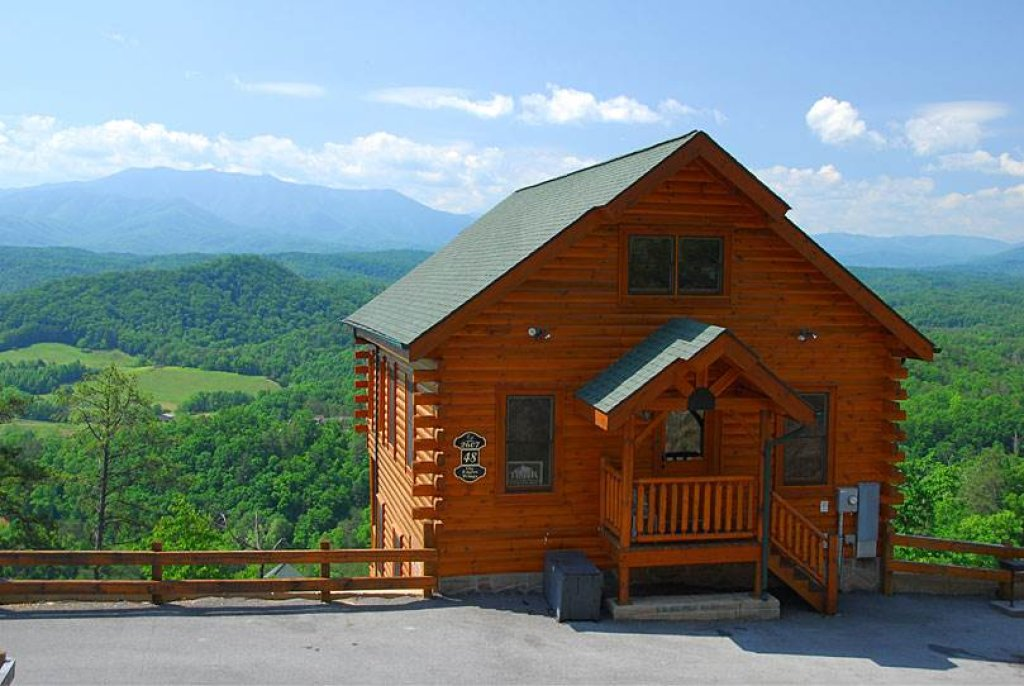 Photo of a Pigeon Forge Cabin named On Eagle's Wings - This is the second photo in the set.