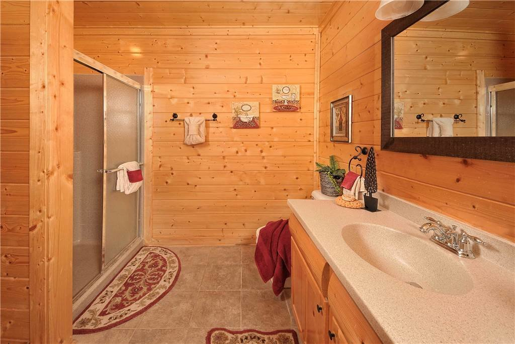 Photo of a Pigeon Forge Cabin named On Eagle's Wings - This is the eighteenth photo in the set.