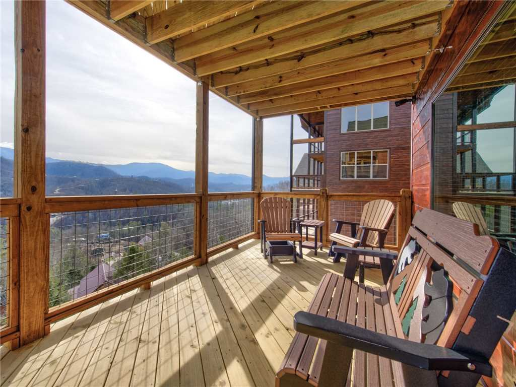Photo of a Gatlinburg Cabin named Splashtastic View Lodge - This is the tenth photo in the set.