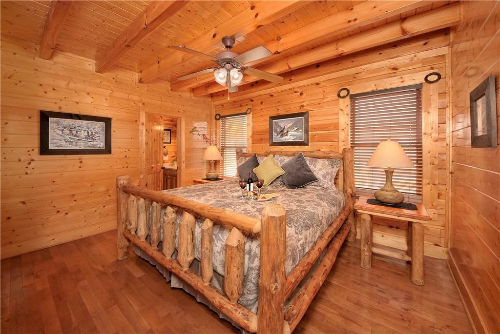 Photo of a Pigeon Forge Cabin named On Eagle's Wings - This is the nineteenth photo in the set.