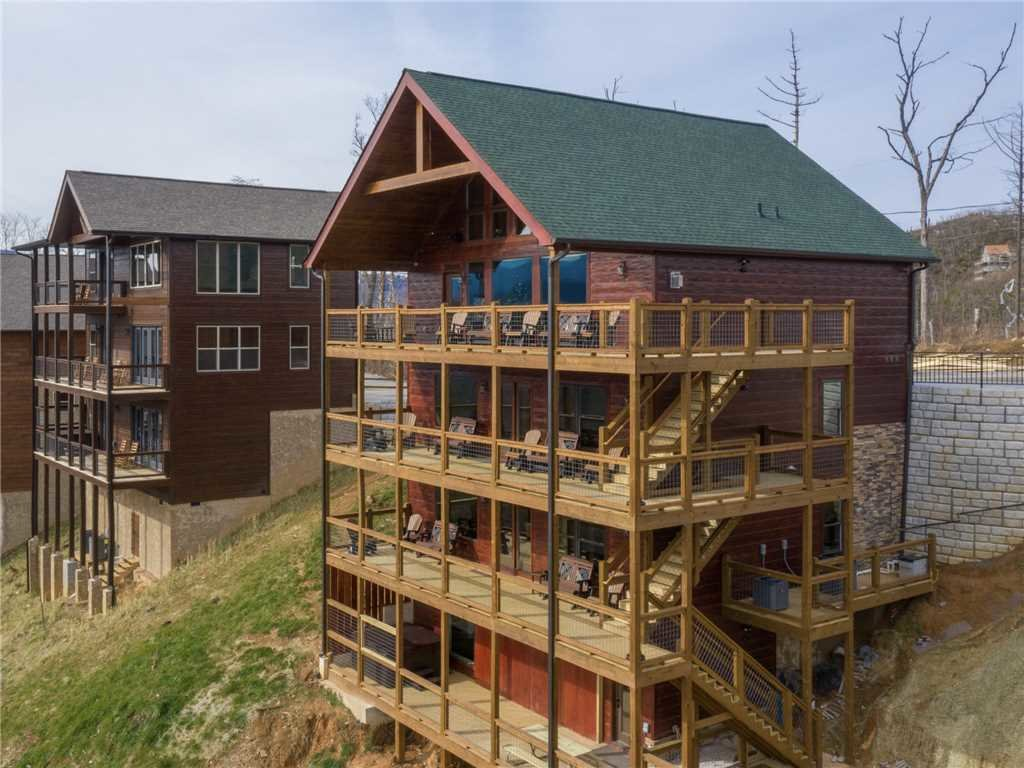 Photo of a Gatlinburg Cabin named Splashtastic View Lodge - This is the thirty-first photo in the set.