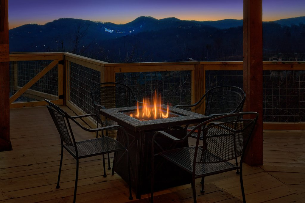 Photo of a Gatlinburg Cabin named Ski Mountain Overlook - This is the third photo in the set.