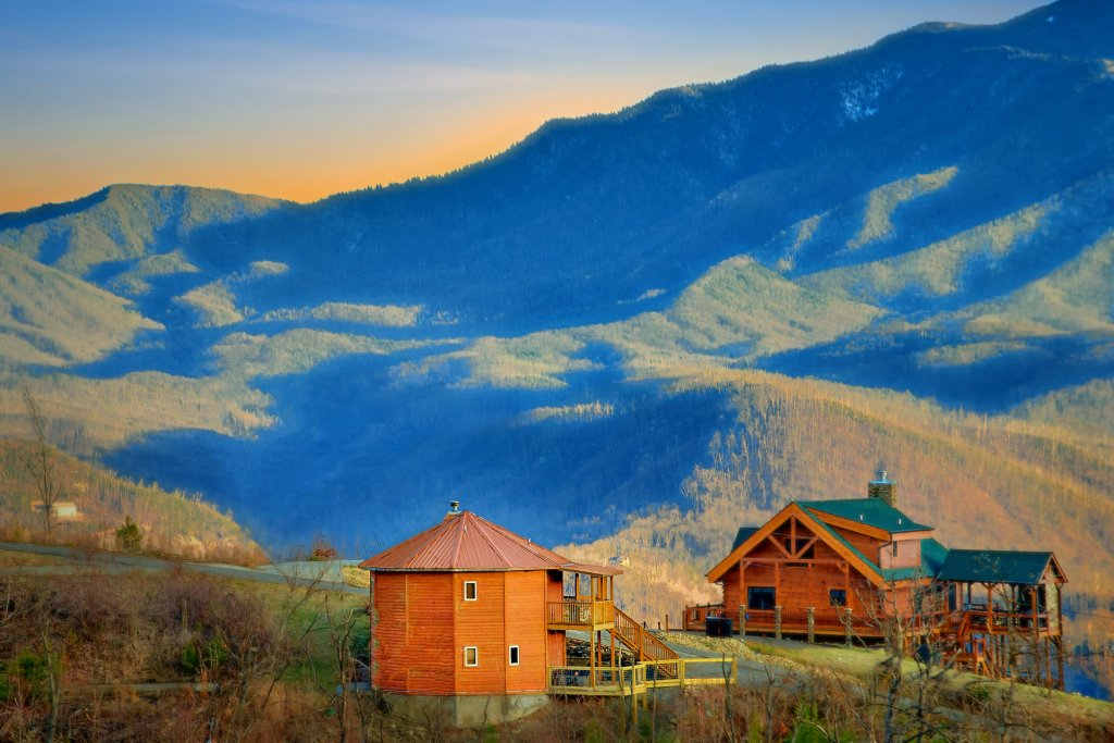 Photo of a Gatlinburg Cabin named Ski Mountain Overlook - This is the fifth photo in the set.