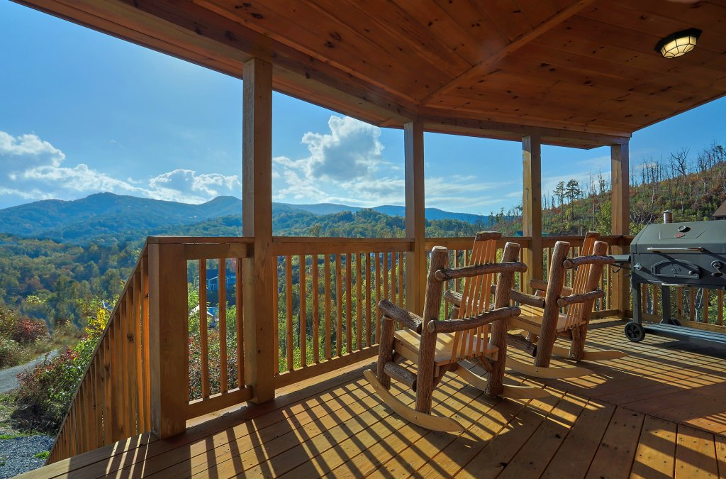Photo of a Gatlinburg Cabin named Ski Mountain Overlook - This is the seventh photo in the set.
