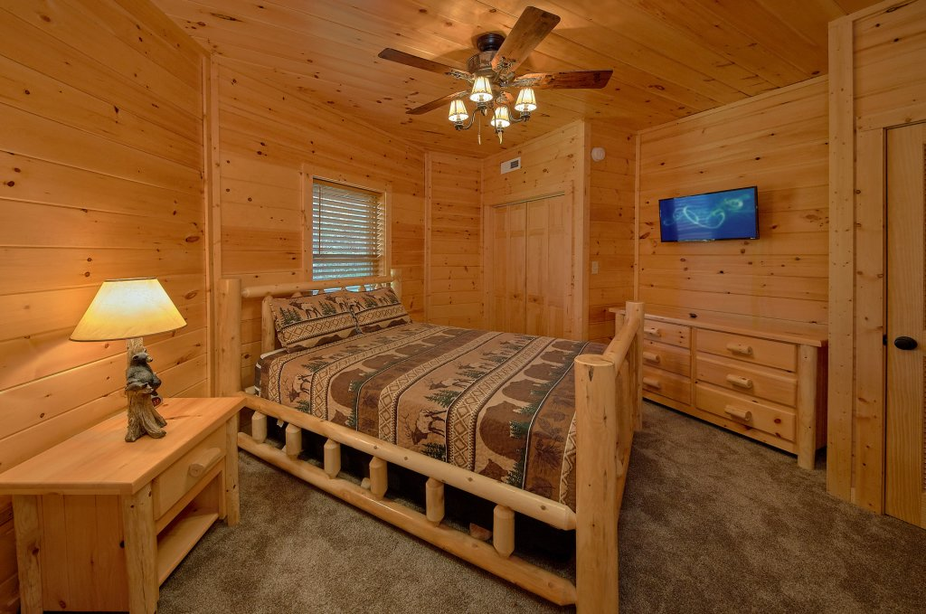 Photo of a Gatlinburg Cabin named Ski Mountain Overlook - This is the twenty-first photo in the set.