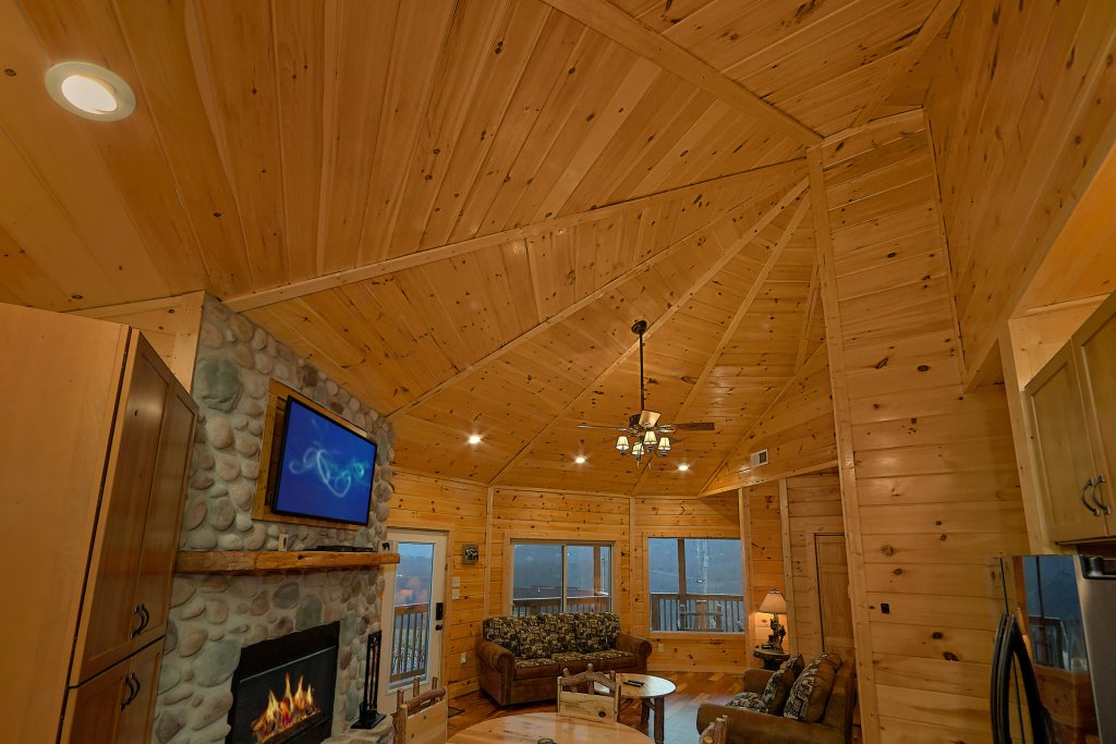 Photo of a Gatlinburg Cabin named Ski Mountain Overlook - This is the fifteenth photo in the set.
