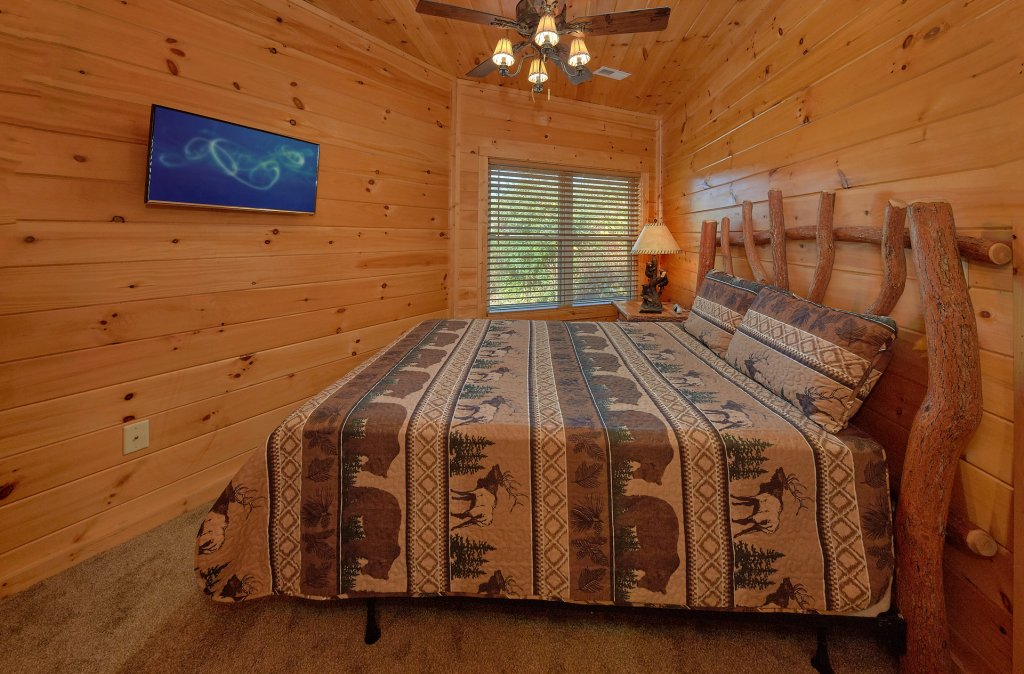 Photo of a Gatlinburg Cabin named Ski Mountain Overlook - This is the nineteenth photo in the set.