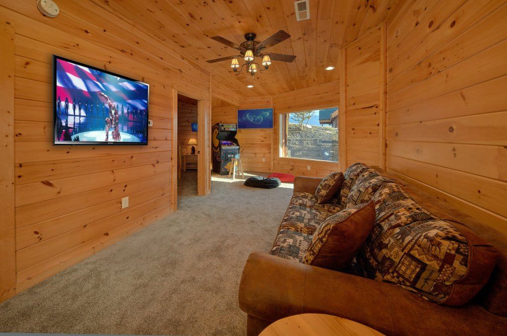 Photo of a Gatlinburg Cabin named Ski Mountain Overlook - This is the eighteenth photo in the set.