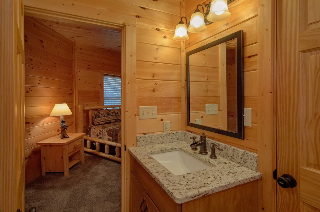 Photo of a Gatlinburg Cabin named Ski Mountain Overlook - This is the twenty-third photo in the set.