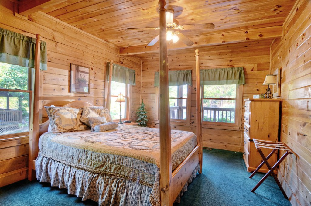 Photo of a Pigeon Forge Cabin named  Palmetto Place - This is the fifth photo in the set.