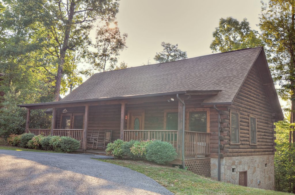 Photo of a Pigeon Forge Cabin named  Palmetto Place - This is the first photo in the set.