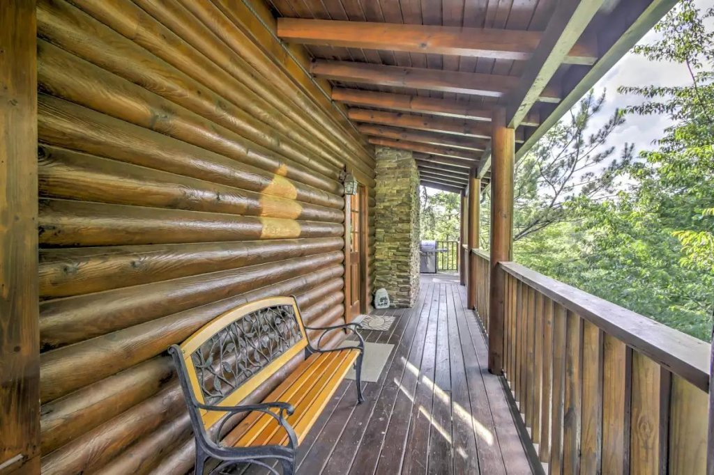 Photo of a Pigeon Forge Cabin named  R Tribe's Treehouse - This is the twenty-first photo in the set.