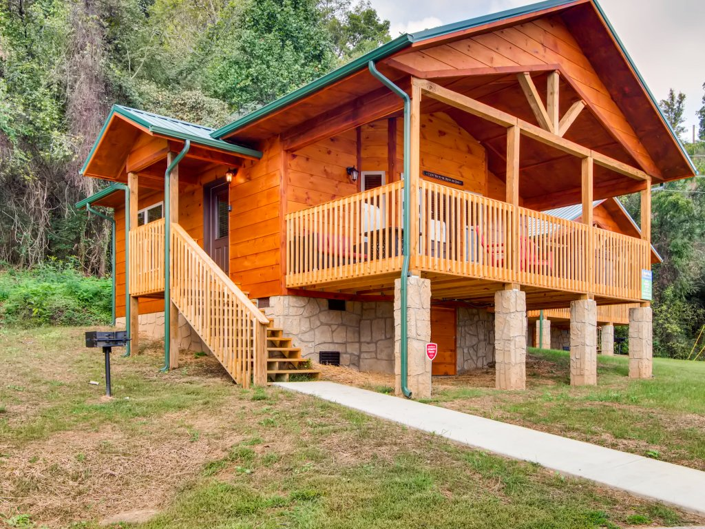 Photo of a Pigeon Forge Cabin named River Romance #2328 - This is the first photo in the set.