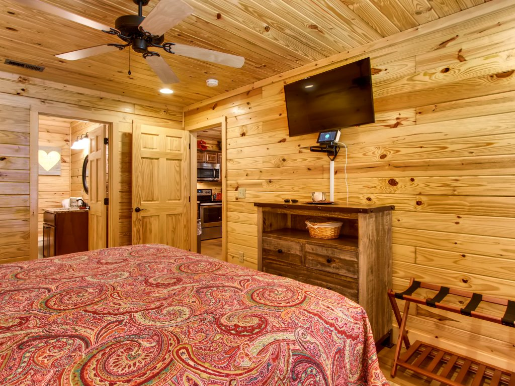 Photo of a Pigeon Forge Cabin named River Romance #2328 - This is the ninth photo in the set.