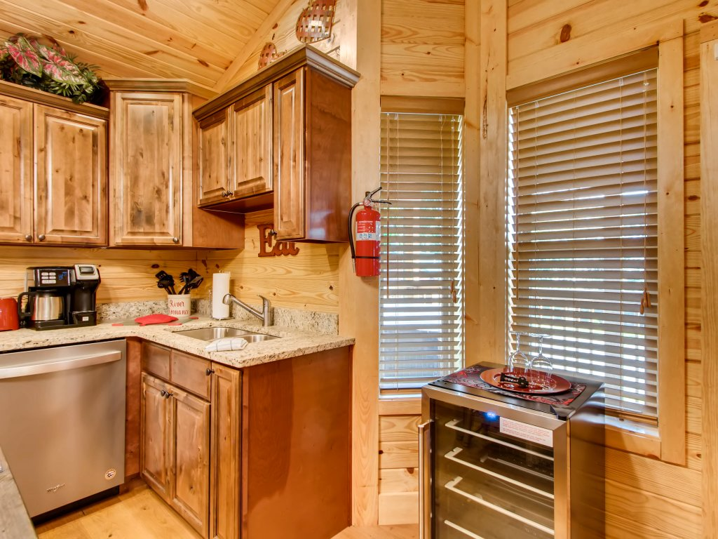 Photo of a Pigeon Forge Cabin named River Romance #2328 - This is the twenty-sixth photo in the set.