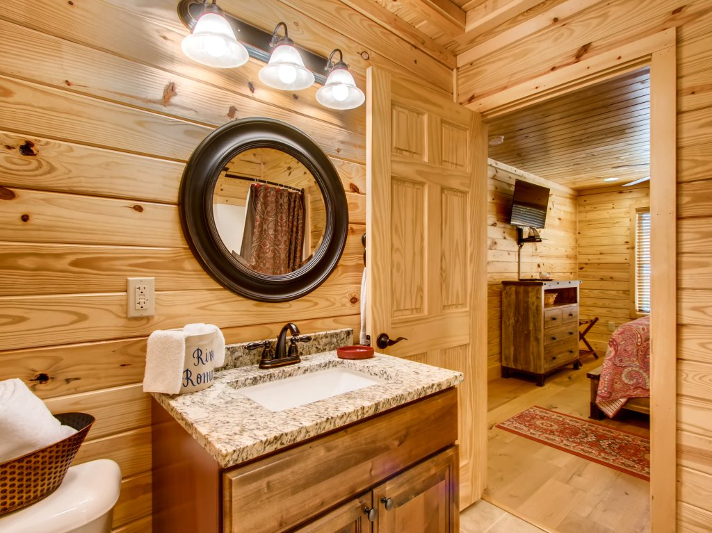 Photo of a Pigeon Forge Cabin named River Romance #2328 - This is the twenty-second photo in the set.