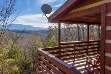 A Studio Style, 1 Bath, Economy Cabin For 4 With A Hot Tub And Mountain Views.