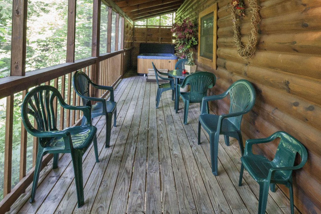 Photo of a Pigeon Forge Cabin named  Red Bird Haven - This is the twenty-fourth photo in the set.