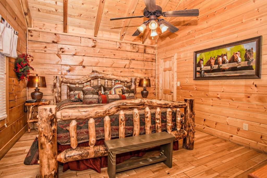 Photo of a Sevierville Cabin named  Eagles On High - This is the twelfth photo in the set.