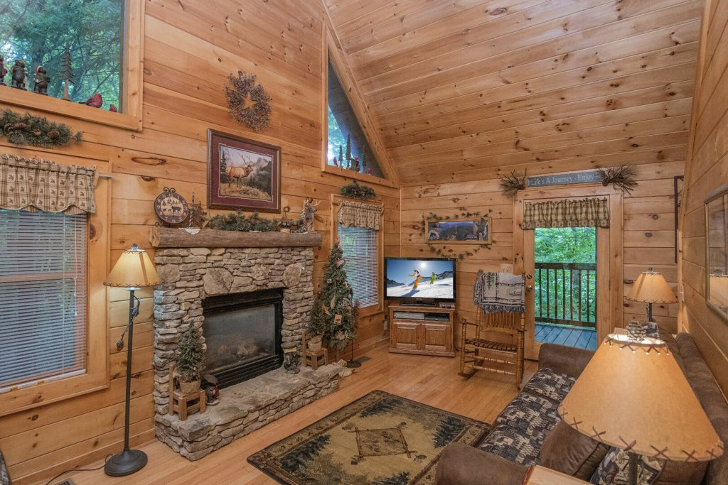 Photo of a Pigeon Forge Cabin named Mystic Mountain - This is the second photo in the set.