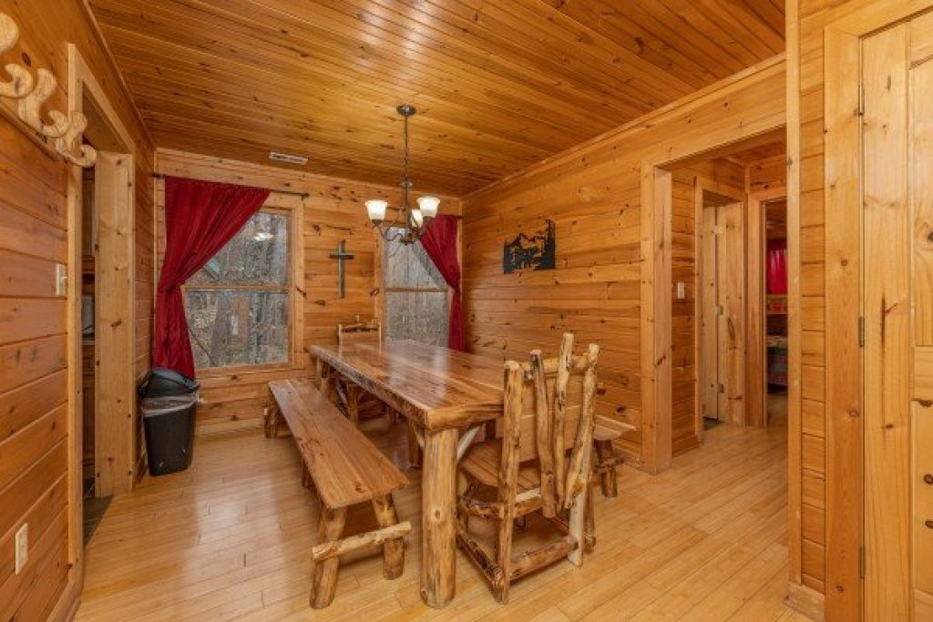 Photo of a Sevierville Cabin named Cabin Life - This is the fifth photo in the set.