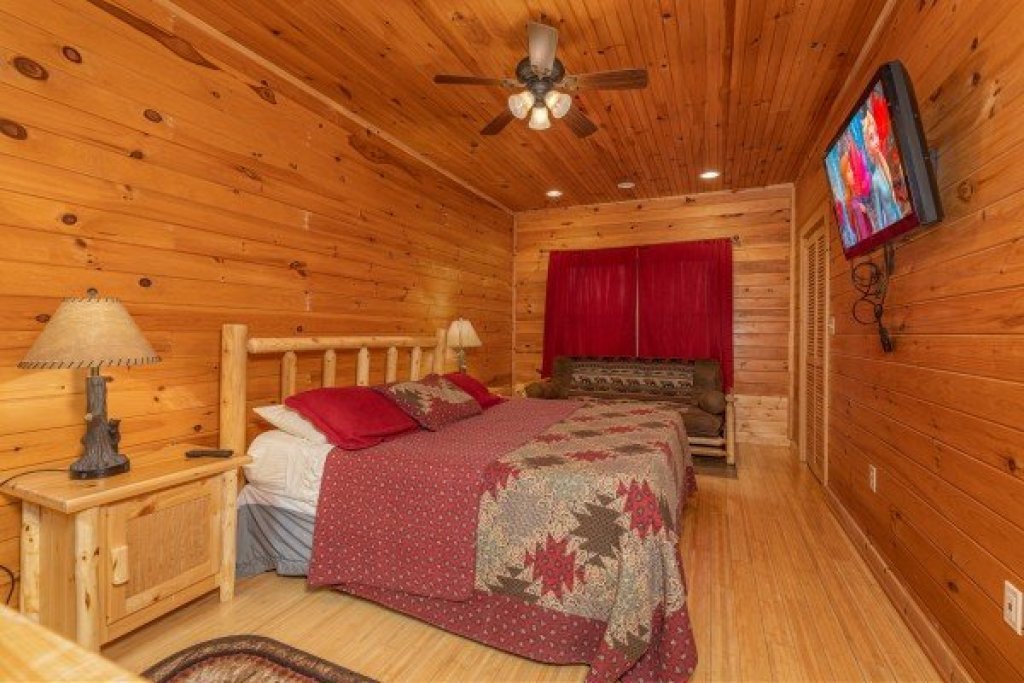 Photo of a Sevierville Cabin named Cabin Life - This is the twentieth photo in the set.