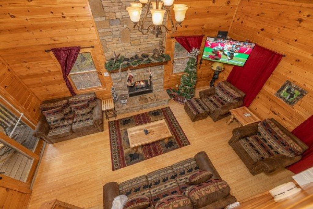 Photo of a Sevierville Cabin named Cabin Life - This is the first photo in the set.