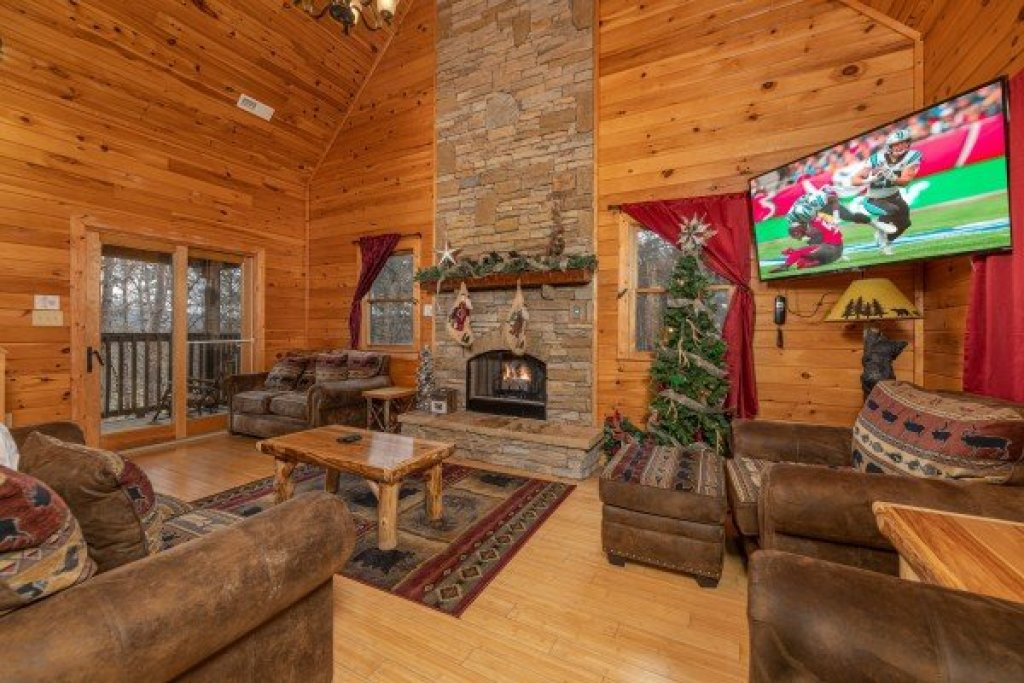 Photo of a Sevierville Cabin named Cabin Life - This is the third photo in the set.