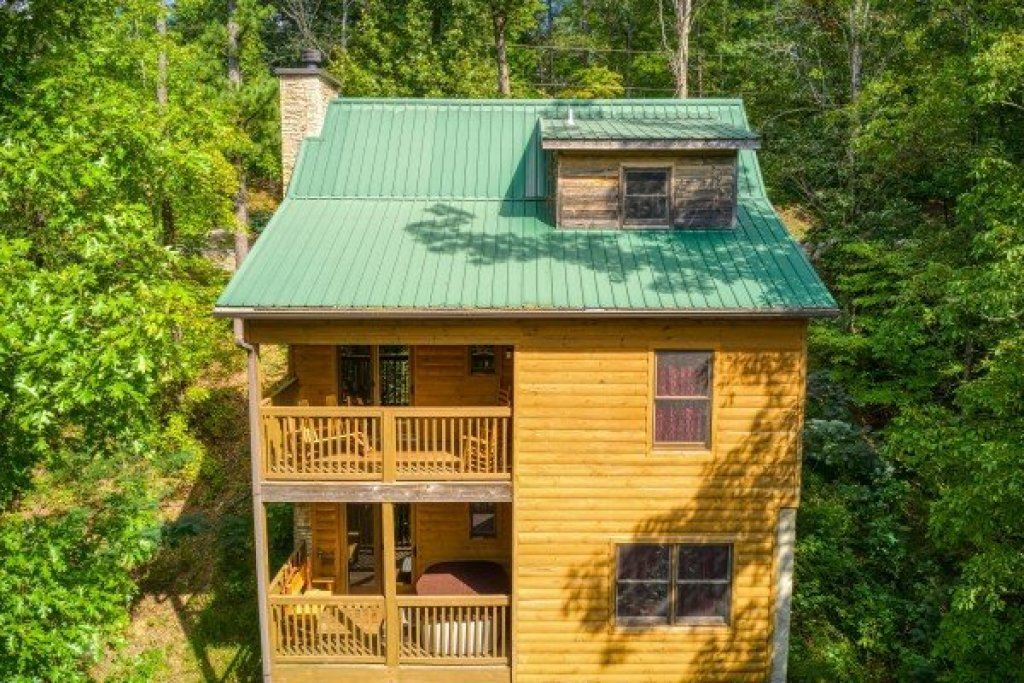 Photo of a Sevierville Cabin named Cabin Life - This is the second photo in the set.