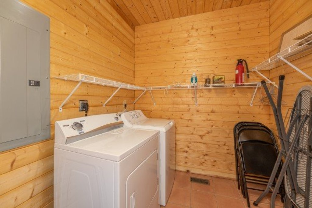 Photo of a Sevierville Cabin named Cabin Life - This is the nineteenth photo in the set.