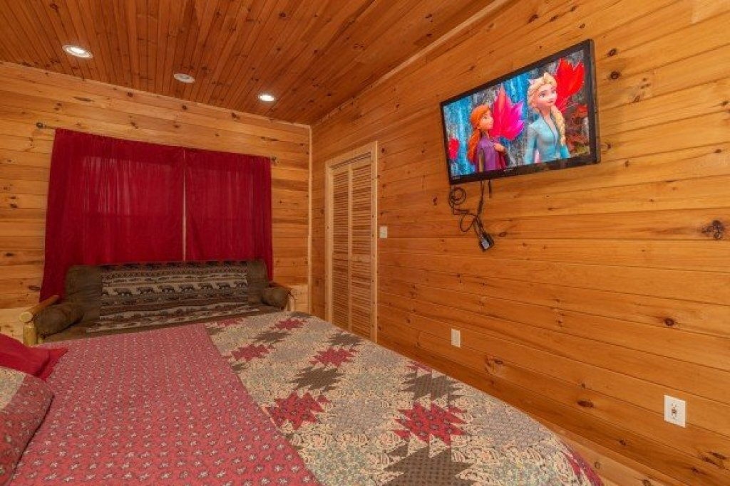 Photo of a Sevierville Cabin named Cabin Life - This is the twenty-second photo in the set.