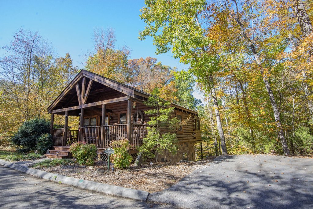 Photo of a Pigeon Forge Cabin named  Smoky Mountain Getaway - This is the second photo in the set.