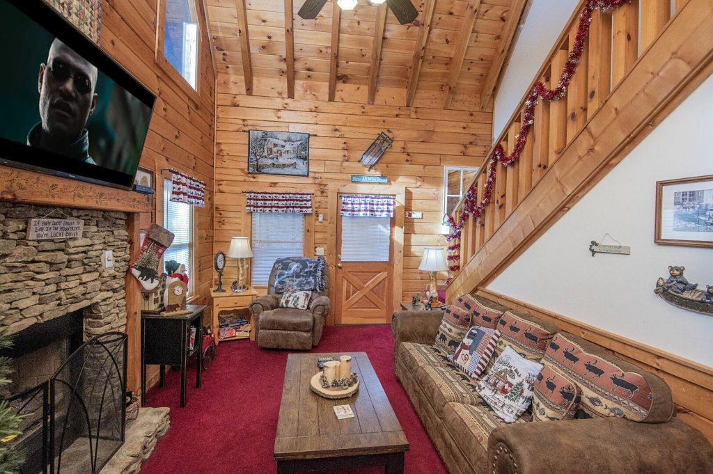 Photo of a Pigeon Forge Cabin named  Legacy Lodge - This is the second photo in the set.
