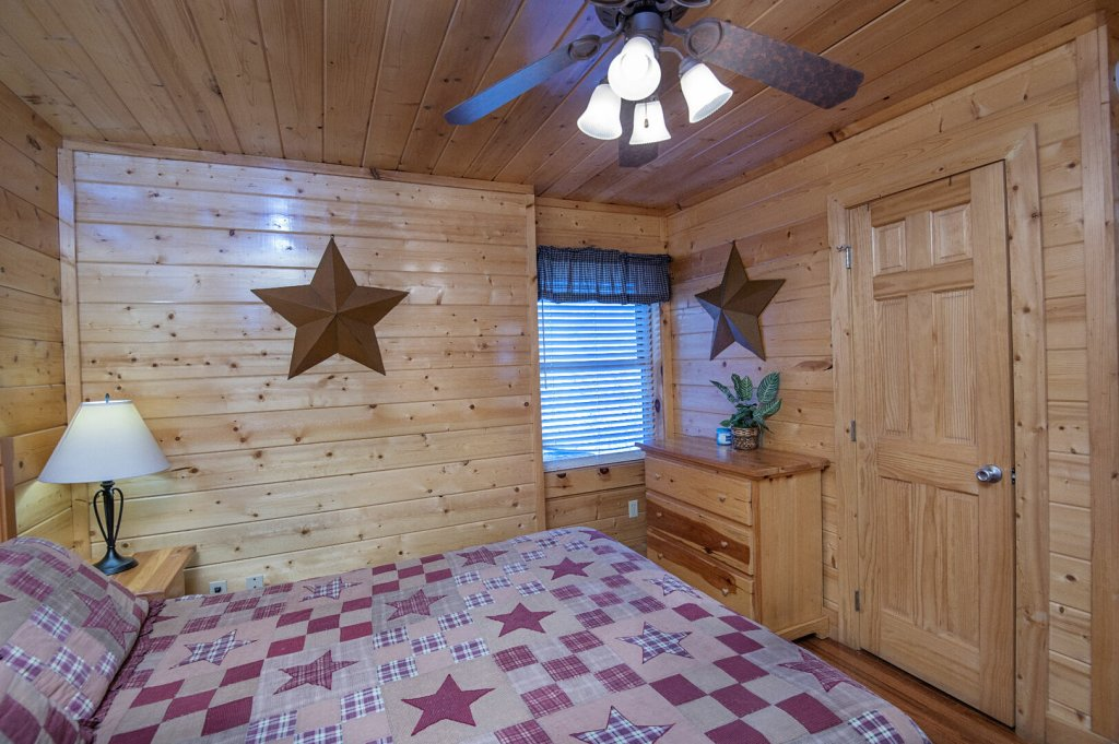Photo of a Sevierville Cabin named  The Cedars - This is the seventeenth photo in the set.