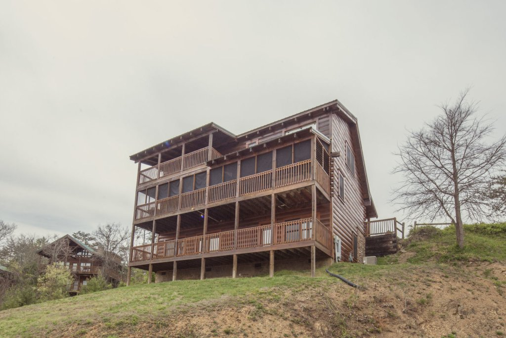 Photo of a Sevierville Cabin named  The Cedars - This is the eighth photo in the set.