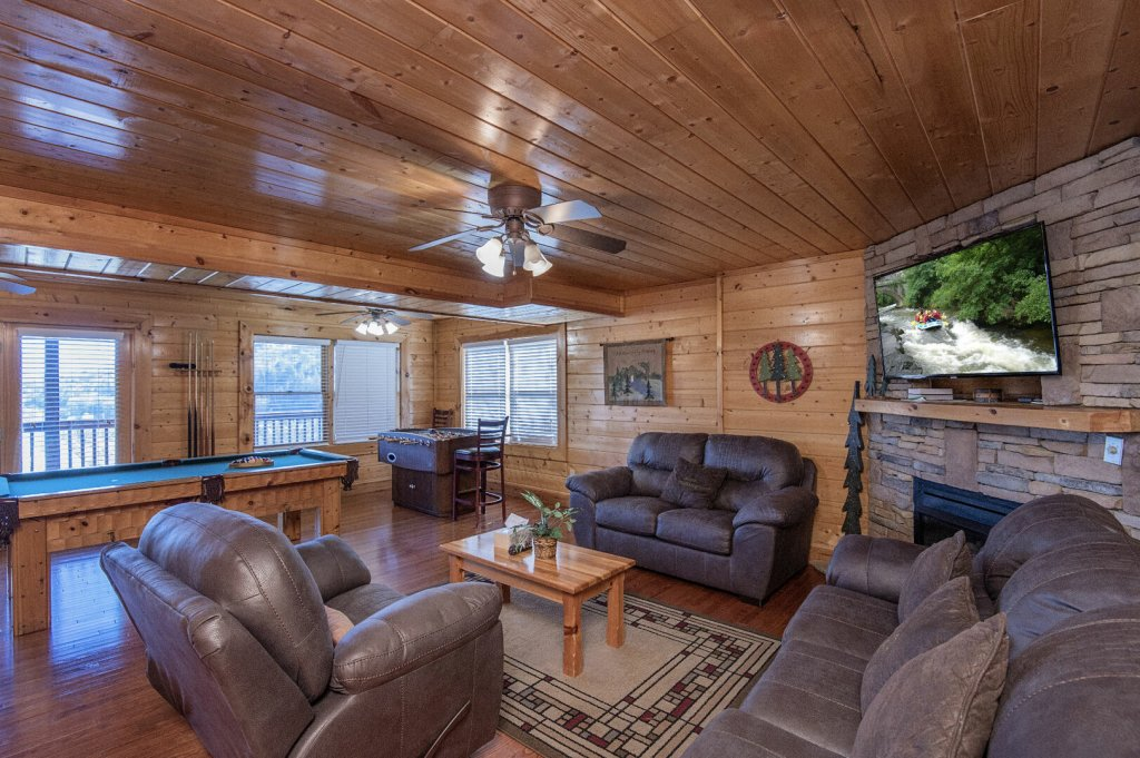 Photo of a Sevierville Cabin named  The Cedars - This is the thirty-seventh photo in the set.