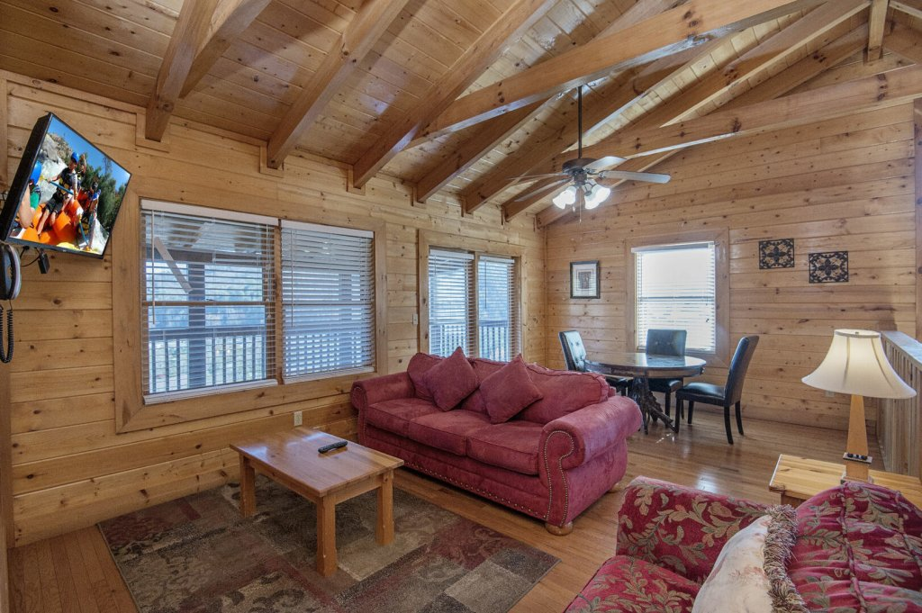 Photo of a Sevierville Cabin named  The Cedars - This is the forty-fourth photo in the set.