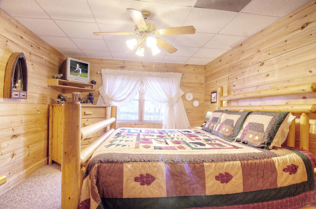 Photo of a Pigeon Forge Cabin named  Bearly Country - This is the fifth photo in the set.