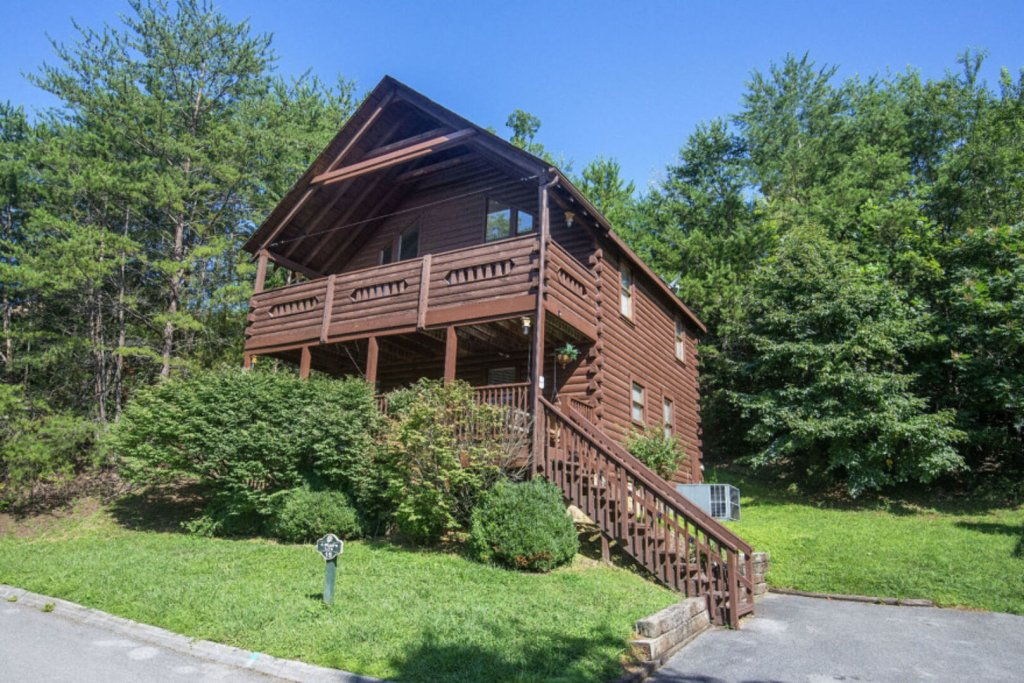 Photo of a Pigeon Forge Cabin named  A Bears Life - This is the second photo in the set.