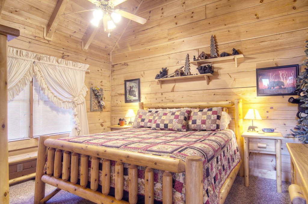 Photo of a Pigeon Forge Cabin named  Bearly Country - This is the sixth photo in the set.