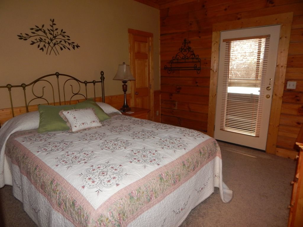 Photo of a Pigeon Forge Cabin named  Squirrel's Retreat - This is the eleventh photo in the set.