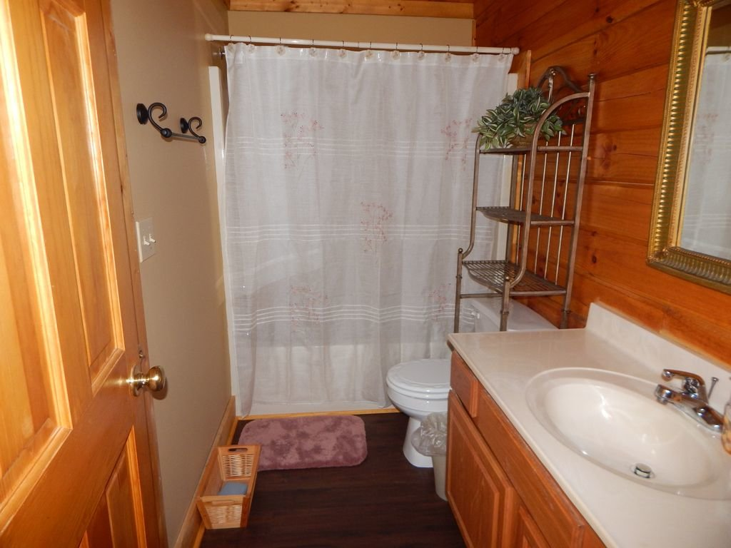 Photo of a Pigeon Forge Cabin named  Squirrel's Retreat - This is the tenth photo in the set.